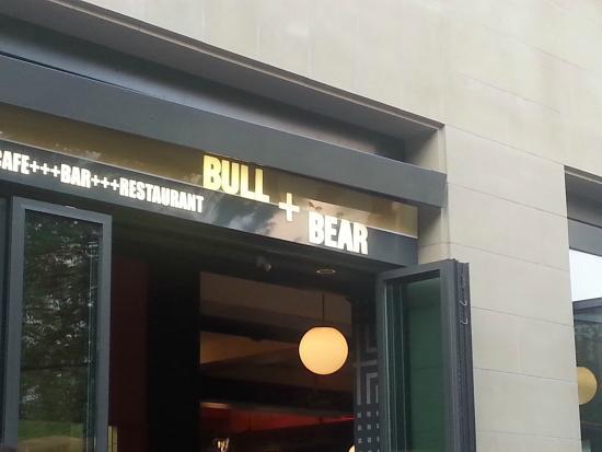 Bull und Bear: Fachada