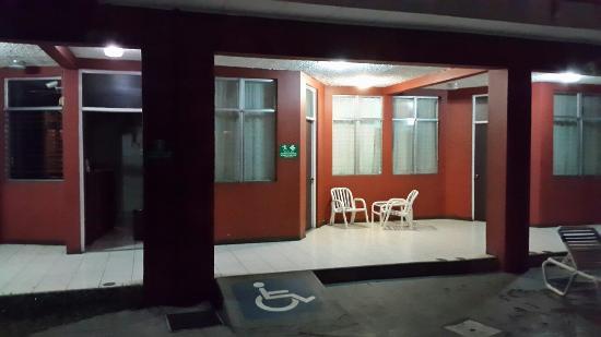 Hotel Paraiso del Sol: Poscina de noche