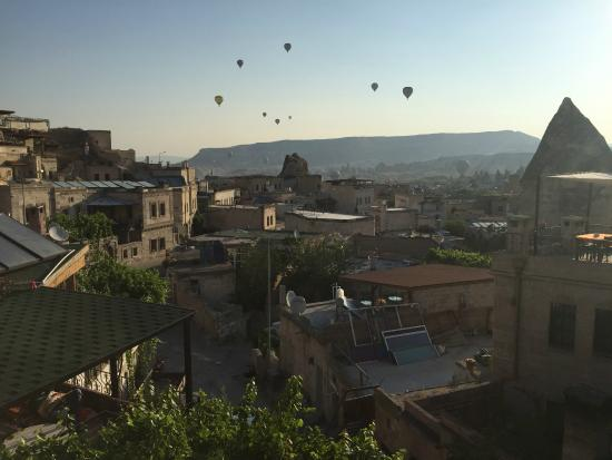 Coco Cave Hotel & Pension: morning view with the balloons