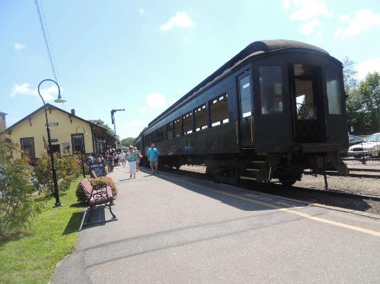 Essex, CT: rail cars