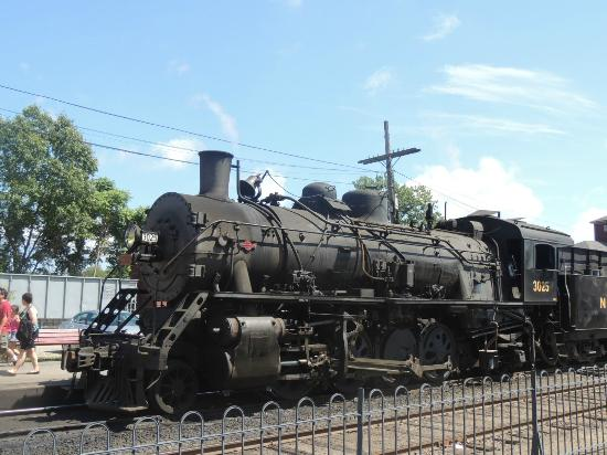 Essex, CT: locomotive in the station