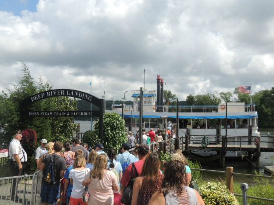 Essex, CT: leaving the train to board the riverboat
