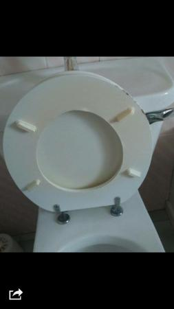 Ferrybridge Hotel: Unclean Toilet