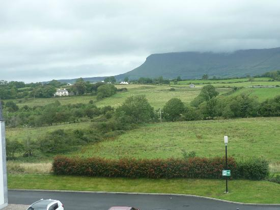 Ballincar, Irlande : View from our room on the third floor to the rear of the hotel