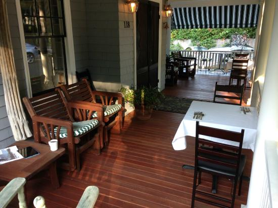 Lindenwood Inn: The front porch of the Lindenwood.