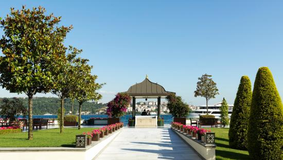 Four Seasons Istanbul at the Bosphorus: Terrace