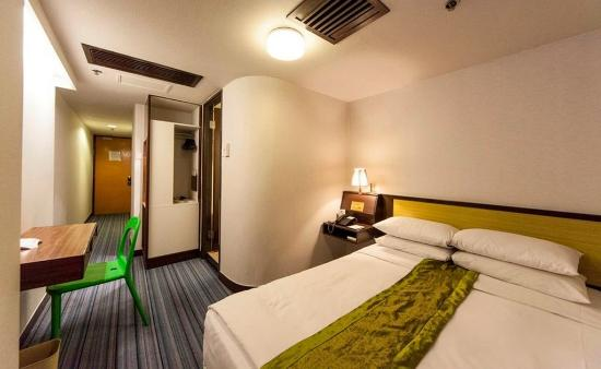 Evergreen Hotel : No window Double Bed