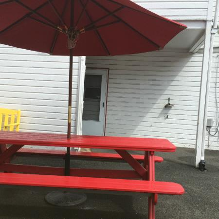Nick's Nest: Complimentary outside seating, no wait staff service.