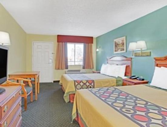 Super 8 Tucson Downtown Convention Center: Two Bed Guest Room