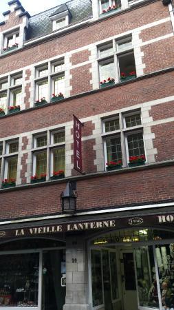 La Vieille Lanterne: La façade de l'hôtel