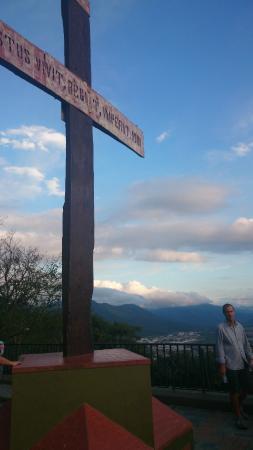 cruz en la punta del cerro san bernardo