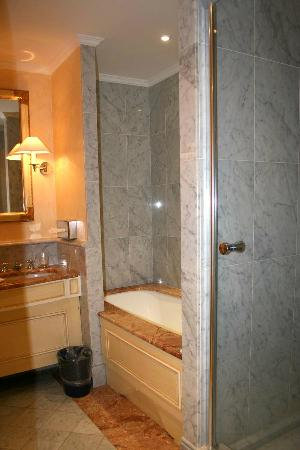 Hotel Lotti Paris: bagno camera