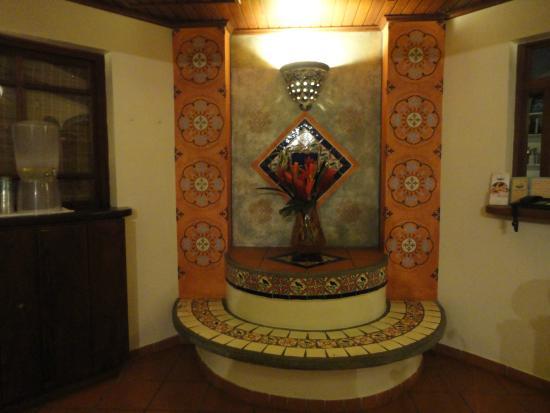 Le Petit Hotel: lobby area