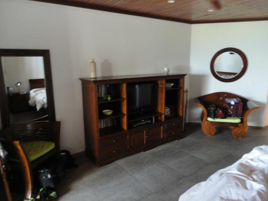 Le Petit Hotel : large ample room