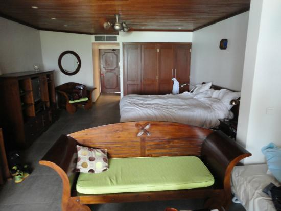 Le Petit Hotel : modern comfortable room size and well furnished