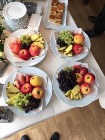 Hotel Fakkelgaarden: Die Obstteller der Kaffeepause während der Tagung, Genuss für Auge und Gaumen.