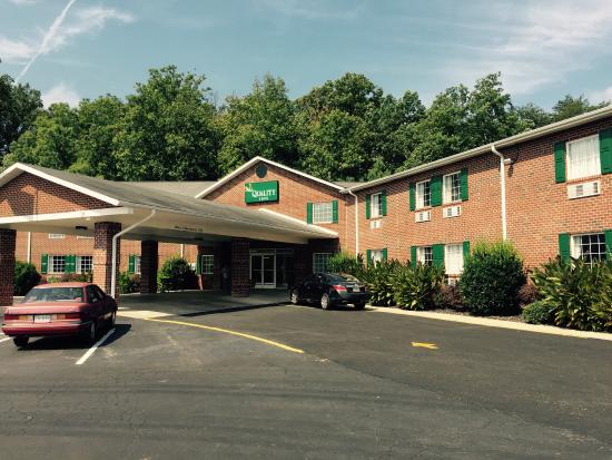 Burkeville, VA: Entrance - this is now a Quality Inn