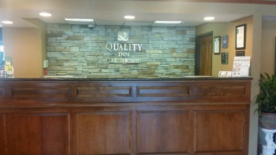 Quality Inn South : Front Desk