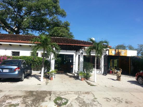 Playa Grande Park Hotel: Parte fronta del hotel