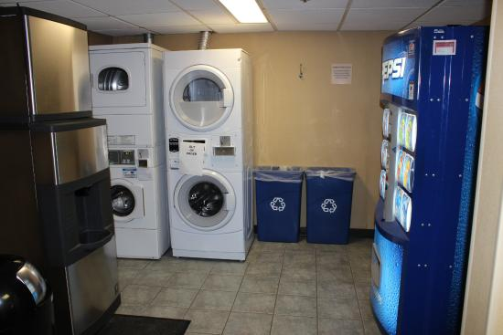 Quality Inn South: Laundry