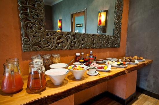 Singa Lodge: Breakfast buffet
