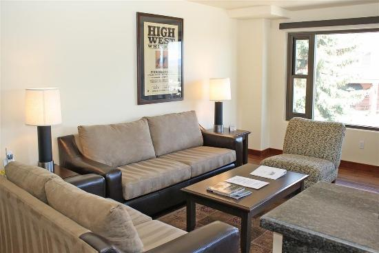 The Lowell Condominiums: Livingroom