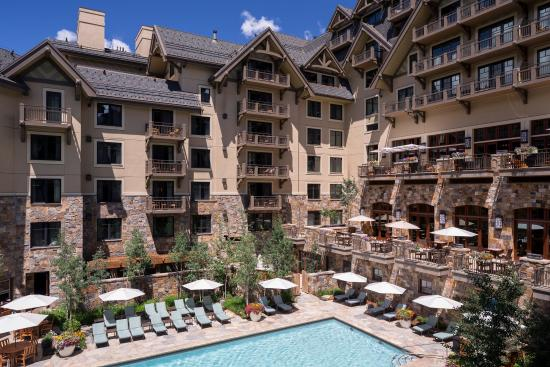 Vai exterior summer corner pool picture of four seasons for Four seasons vail