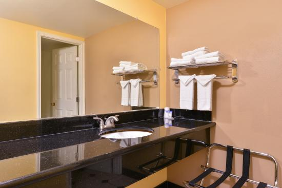 Americas Best Value Inn Downtown: Bathroom Amenities