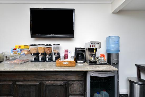 Americas Best Value Inn Downtown: Breakfast Area