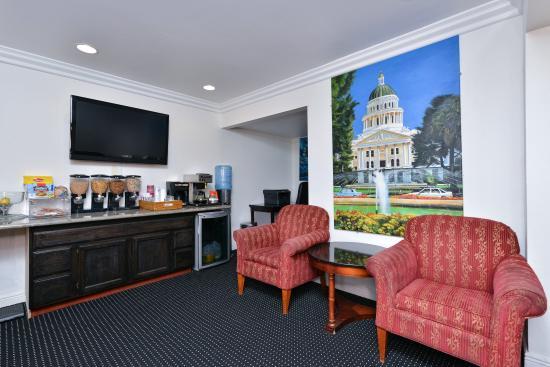 Americas Best Value Inn Downtown : Breakfast Area