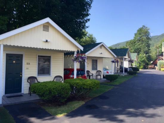 Heritage of Lake George Motel: more cabins