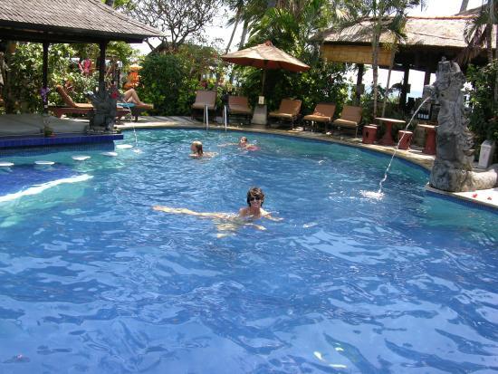 Adirama Beach Hotel: Piscina