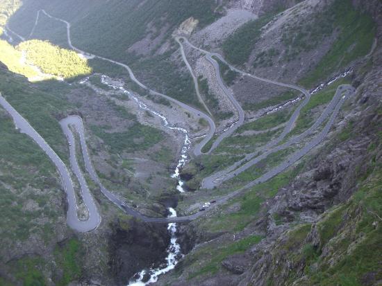 trollstigen kart norge Noen av de 11 svingene i Trollstigen   Bilde av Trollstigen i  trollstigen kart norge