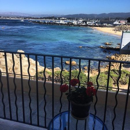 Monterey Bay Inn: View from our room (Harbor view)