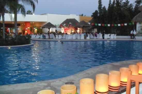 Secrets Aura Cozumel: The pool at Suncsape (Sister resort)