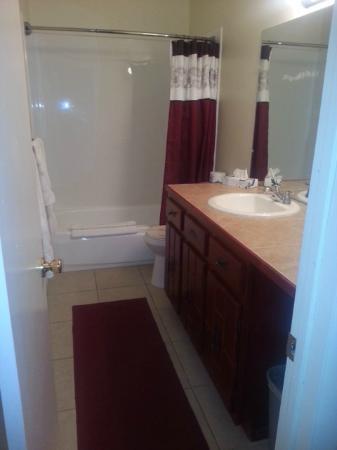Hidden Palms Resort & Condominiums: Deluxe Bathroom