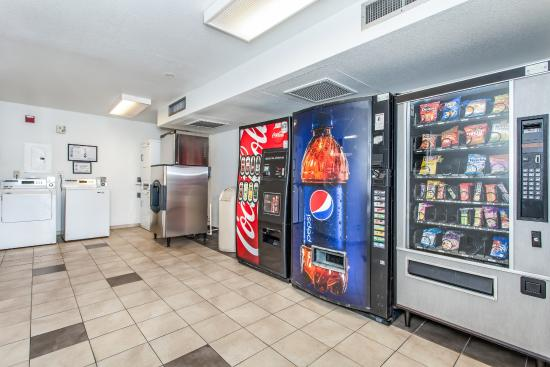 Motel 6 Williams: Vending
