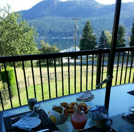 Suite As It Gets Bed & Breakfast: Breakfast with a fabulous view