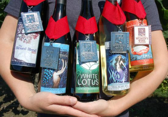 Carolyn's Sakonnet Vineyard : Our award winning wines!