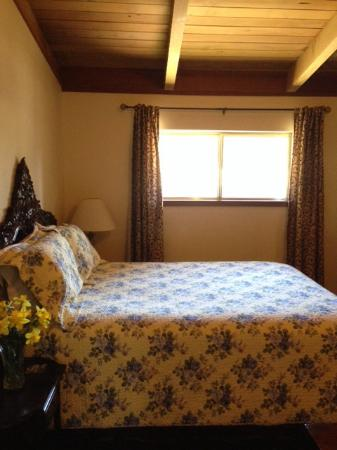 Cleone Gardens Inn: Navarro Suite $195/night