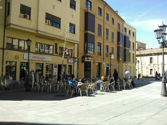 Restaurante bar restaurante el jardin en zamora for Bar restaurante el jardin zamora