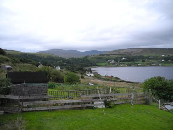 Harris Cottage Bed and Breakfast: View from the window towards the Uig bay