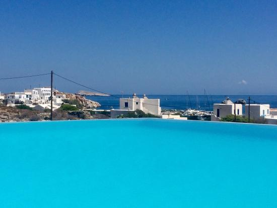 Anemi Hotel: Pool with sea view