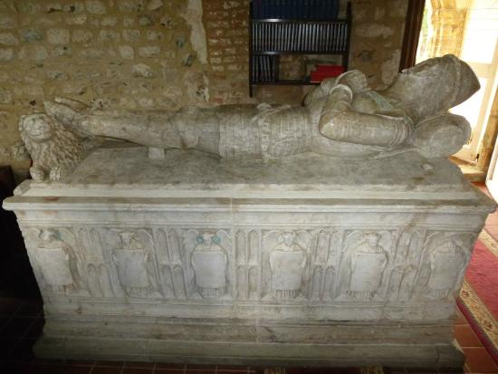Barmston, UK: Fantastic tomb to a medieval knight