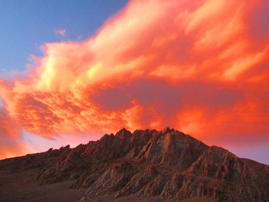 Mount Whitney : Sunset turns clouds over Whitney on fire.