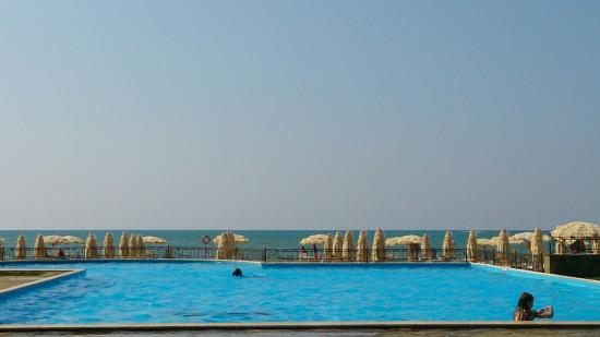Peschanoye: Море и три бассейна удовольствия!!