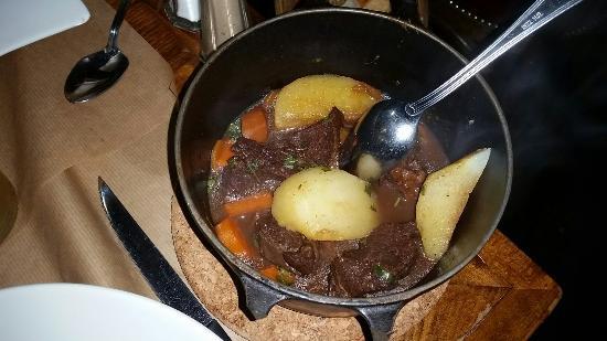 Les Sans-Culottes : Beef bourguignon, carbanara and crepe