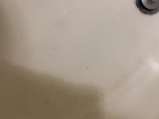 Residence Inn Anchorage Midtown : Bathtub worn down