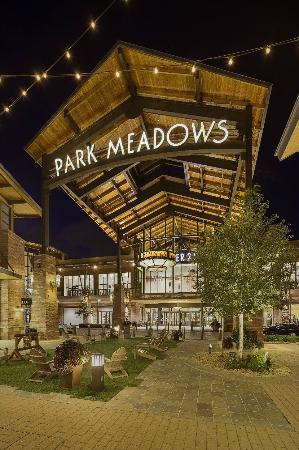 Hyatt Place Denver-South/Park Meadows: Walk to Park Meadows Mall!