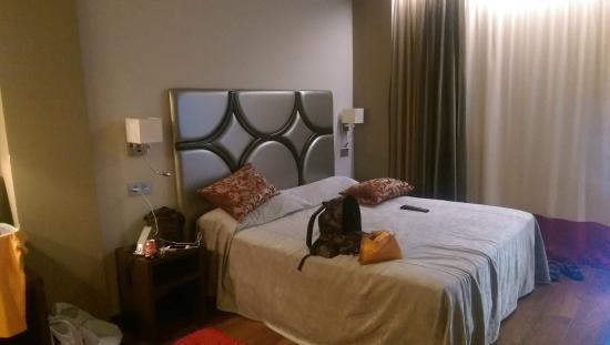 Hotel Axis: CORNER ROOM